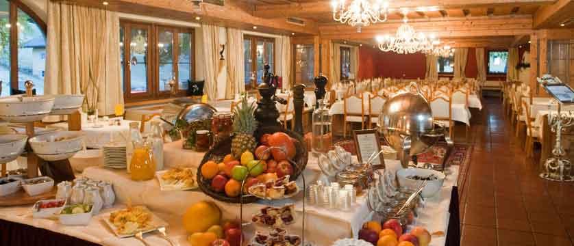 austria_filzmoos_hotel-unterhof_dining-room-buffet.jpg
